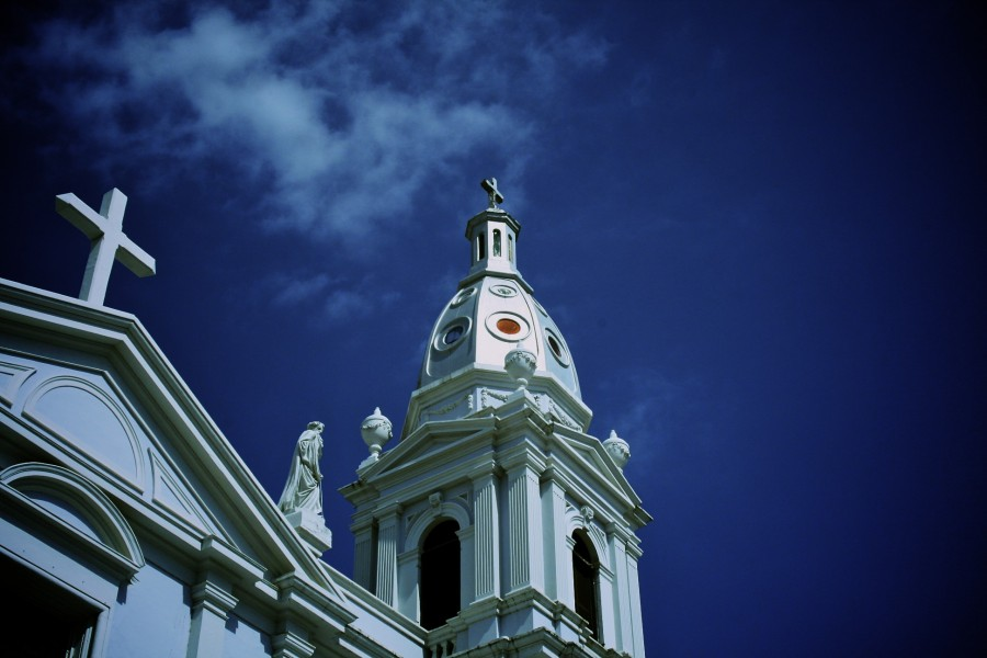 http://eliacin.com/2010/03/la-catedral-de-ponce/